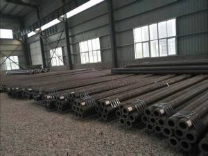 Seamless pipe of carbon steel and stainless steel