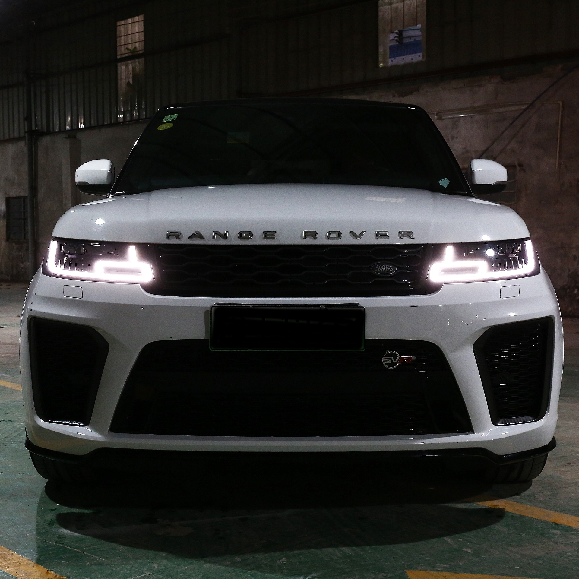 Automobile refitting for Land Rover Range Rover SVR18 upgrade Modified High-quality and beautiful decoration