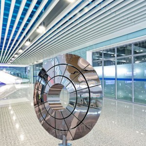 Stainless Steel Sculpture Disk Shape Design with Mirror Effect as Shopping Mall Decor