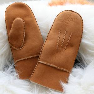 Handmade sheep shearling mittens with three points