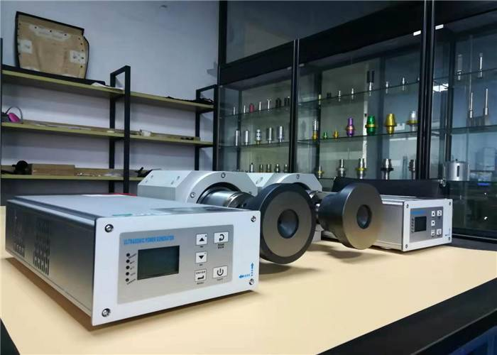 Renewable Design for Car Spare Part Ultrasonic Welding Machine - Replacing Traditional Needle and Thread Sewing 20Khz Ultrasonic Welding Machine for Thermoplastic Fabrics – Qianrong