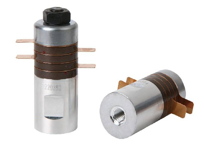 Columnar Type 30Khz 700w Ultrasonic Transducer with 6200 to 7200pf Capacitance Featured Image