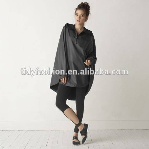 Fashionable Ladies Polyester Export Rain Poncho