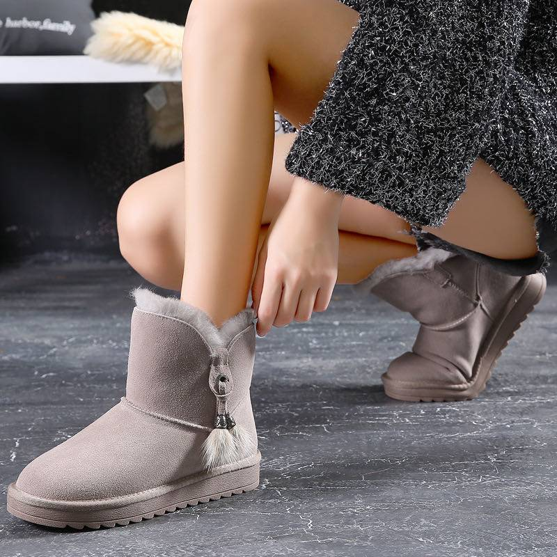 Sheepskin Boots can be also Fasion & Warm; Handiness & Comfortable.