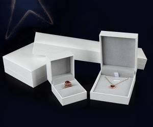Customized leather color with exquisite paper bag gift jewelry box set