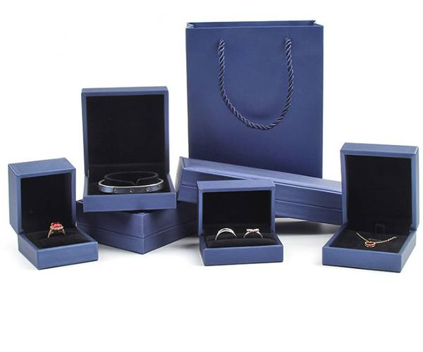 OEM Factory for Earring Gift Box - Customized leather color with exquisite paper bag gift jewelry box set – Yuxingyuan