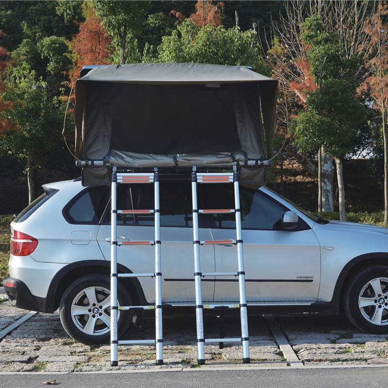 Hard top folding four-person roof tent Featured Image